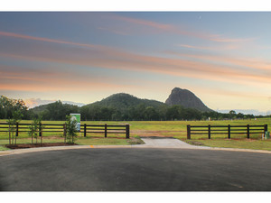 Acreage Block, Minutes From Town With Town Services