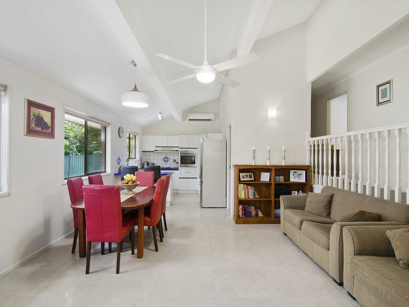 Photo - 1 Michelmore Road, Carrara QLD 4211  - Image 2