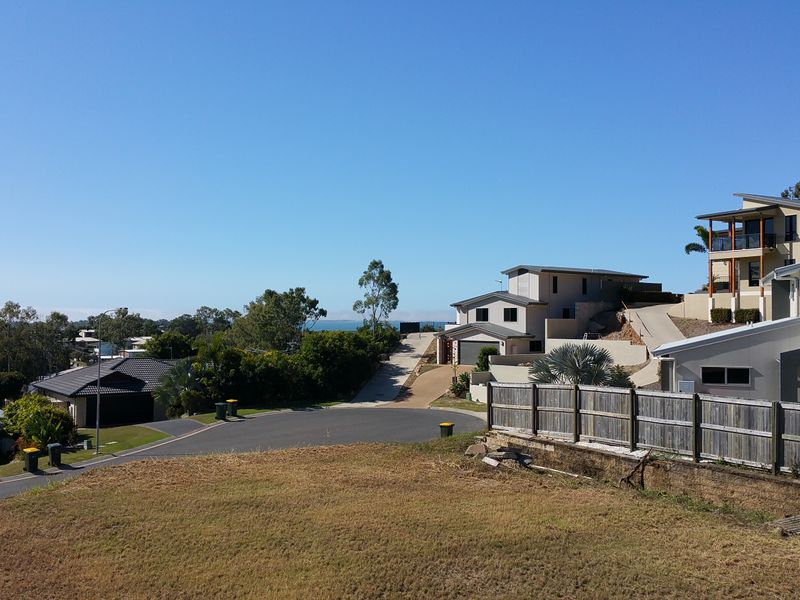 Photo - 10 Lauren Court, South Gladstone QLD 4680  - Image 2
