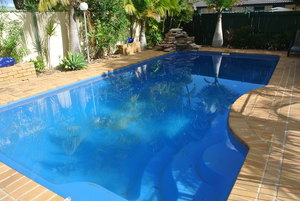 GREAT BLOCK -  SIDE ACCESS -  IN GROUND POOL