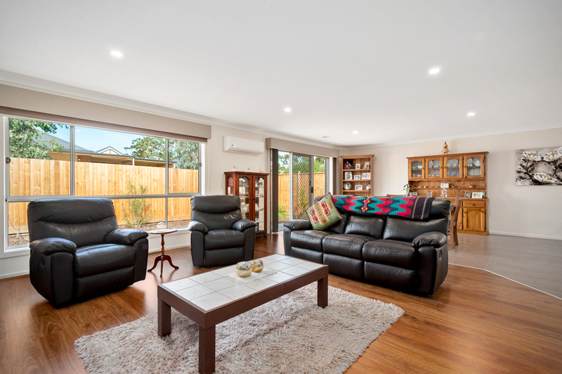 Photo - 10/98 Lampard Road, Drouin VIC 3818  - Image 1