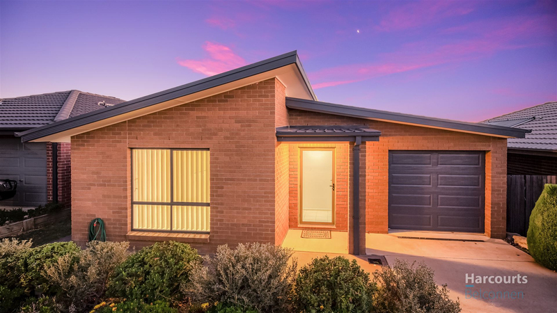 Photo - 11 Gulwan Street, Ngunnawal ACT 2913  - Image 1