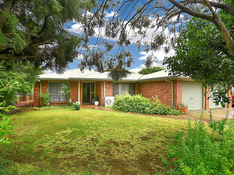 Photo - 11 Lorraine Crescent, Centenary Heights QLD 4350  - Image 2