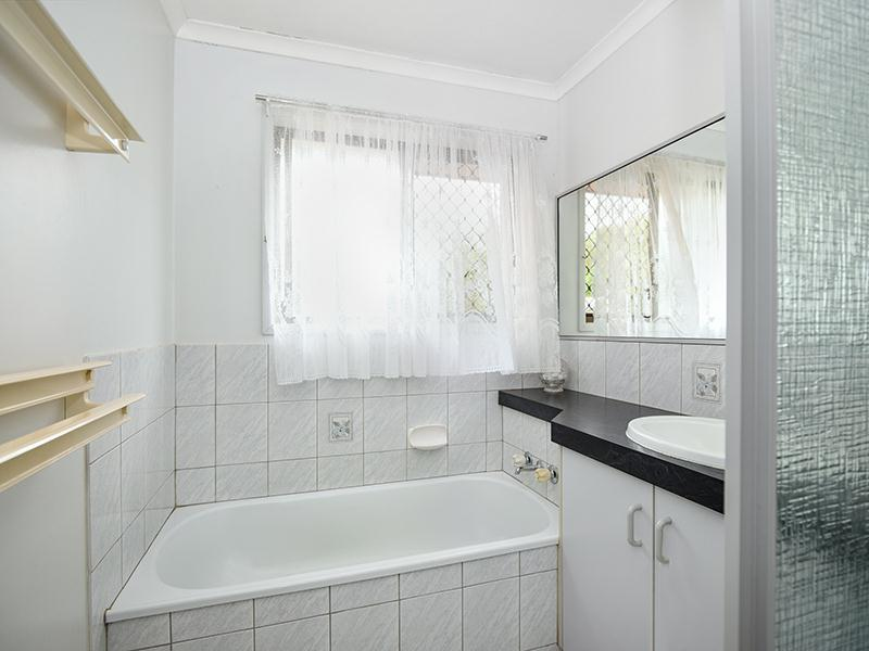 Photo - 11 Lorraine Crescent, Centenary Heights QLD 4350  - Image 8