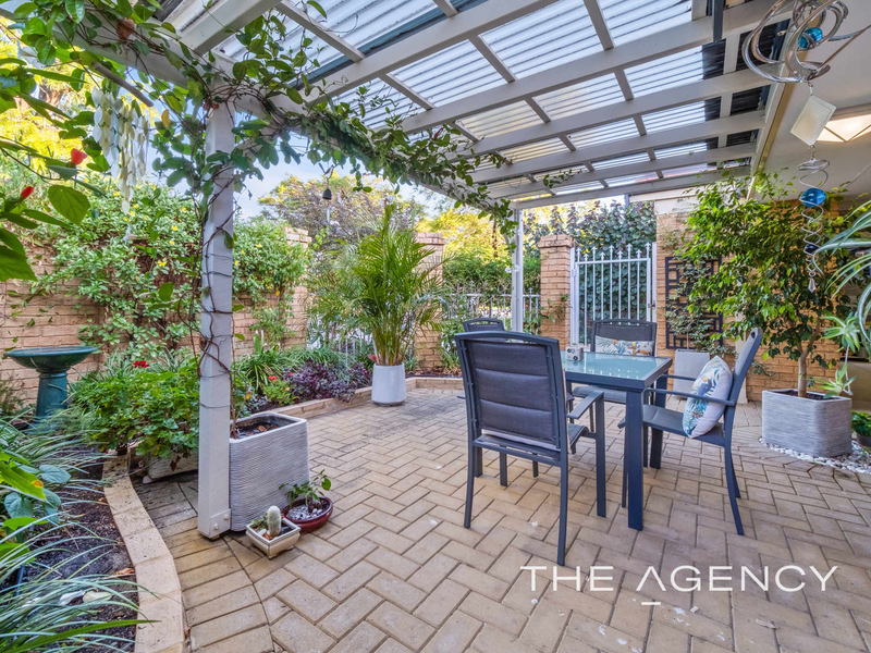 Photo - 1/11 Strickland Street, South Perth WA 6151  - Image 4