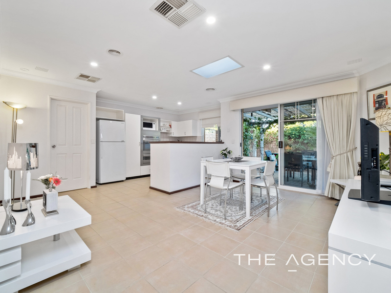 Photo - 1/11 Strickland Street, South Perth WA 6151  - Image 6