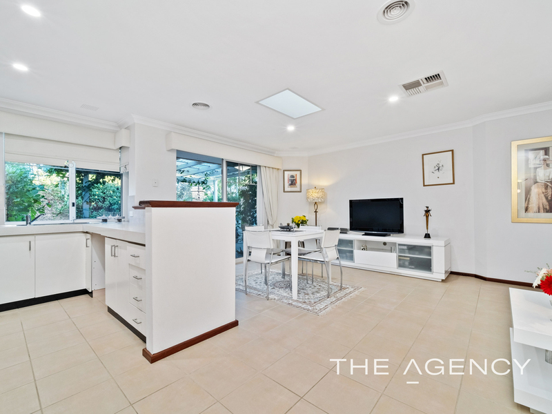 Photo - 1/11 Strickland Street, South Perth WA 6151  - Image 7