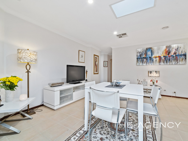 Photo - 1/11 Strickland Street, South Perth WA 6151  - Image 10