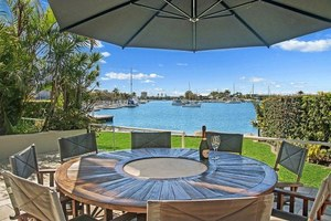 MOOLOOLABA DEEP WATER PALACE 255m2