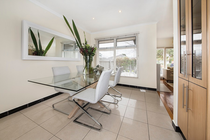 Photo - 1/139 Brady Road, Bentleigh East VIC 3165  - Image 3