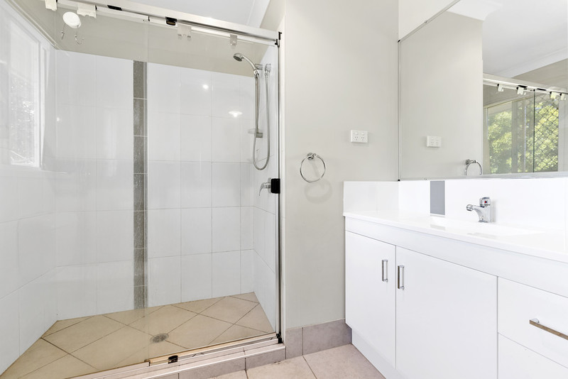 12 boundary street bundamba qld 4304 for Boundary bathrooms