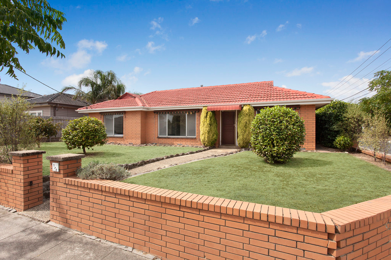 Photo - 1/2 Celia Street, Bentleigh East VIC 3165  - Image 1