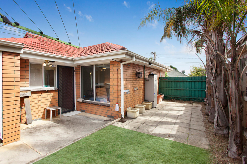 Photo - 1/2 Celia Street, Bentleigh East VIC 3165  - Image 5