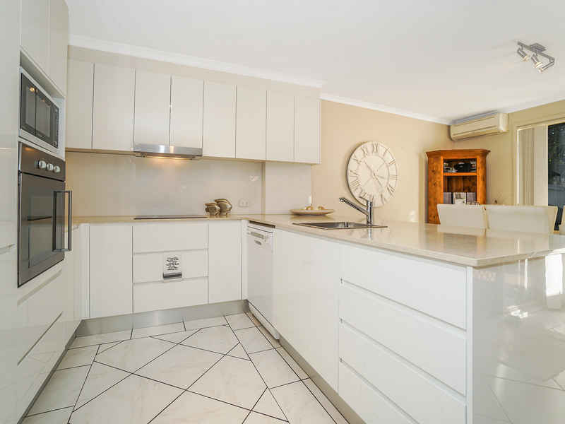 Photo - 12/19 Owen Jones Row, Menai NSW 2234  - Image 2