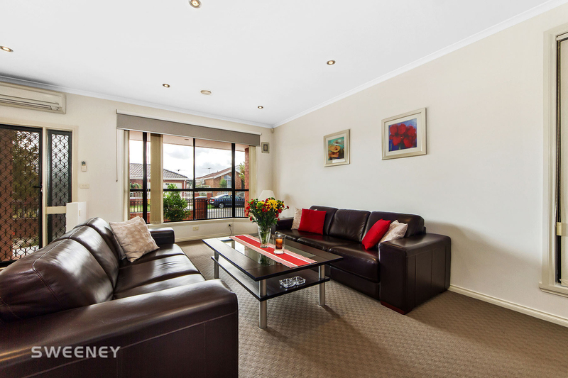 Photo - 123 Moonstone Circuit, St Albans VIC 3021  - Image 2