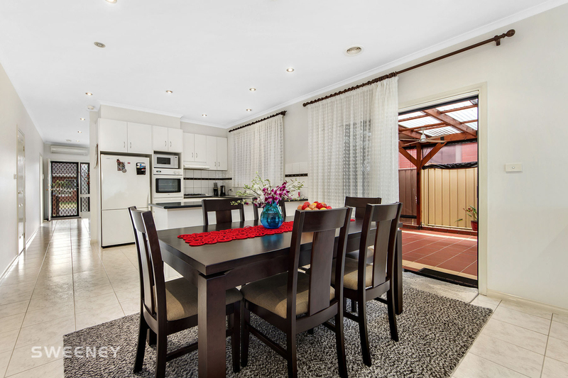 Photo - 123 Moonstone Circuit, St Albans VIC 3021  - Image 4