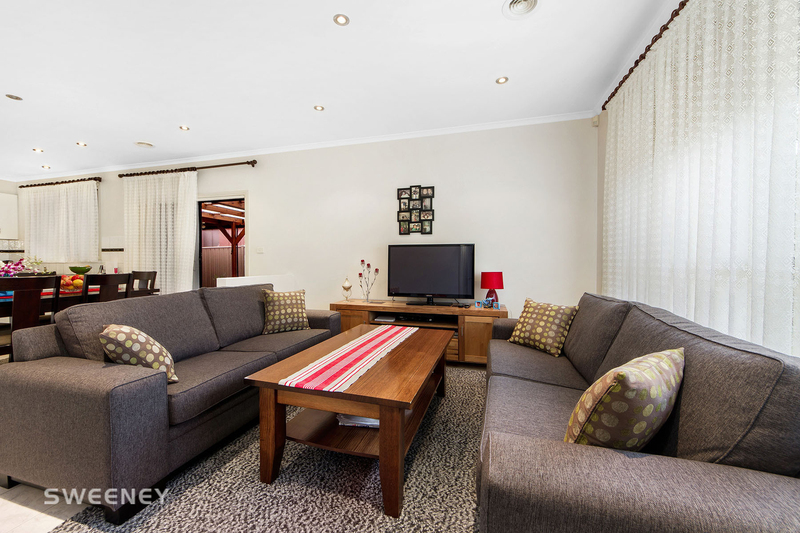 Photo - 123 Moonstone Circuit, St Albans VIC 3021  - Image 5