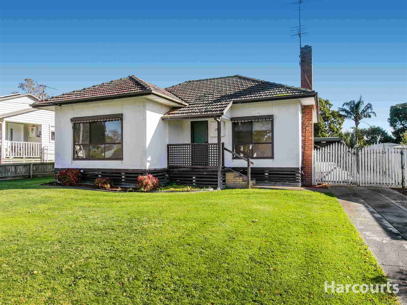 13 Centre Avenue, Warragul VIC 3820