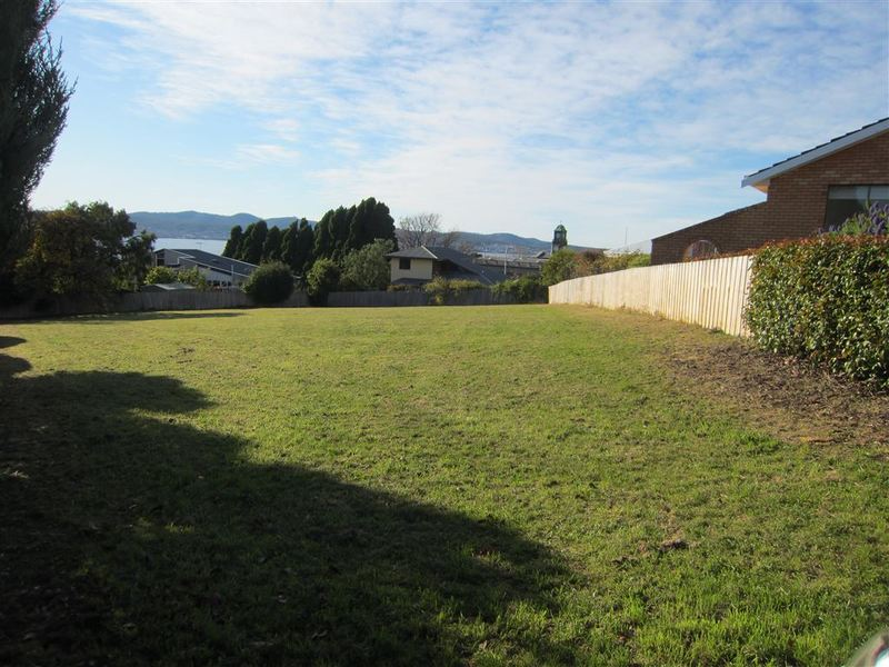 13 Tiersen Place, Sandy Bay TAS 7005
