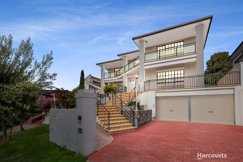 13 Waltham Place, Avondale Heights VIC 3034
