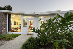 THIS IS A MUST SEE MOOLOOLABA HOME