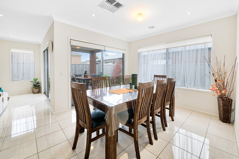 Photo - 14 Hill Farm Drive, Clyde VIC 3978  - Image 5