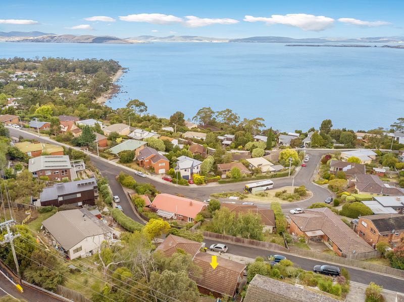 1/4 Tower Court, Taroona TAS 7053