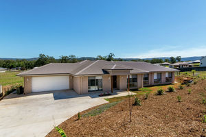 Sensational Mountain Views,  Immaculate 5 bed Home