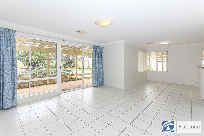 16 burley griffin mews joondalup wa 6027 for Beds joondalup