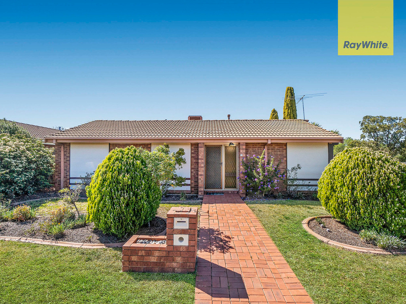17 Cambrian Way, Melton West VIC 3337