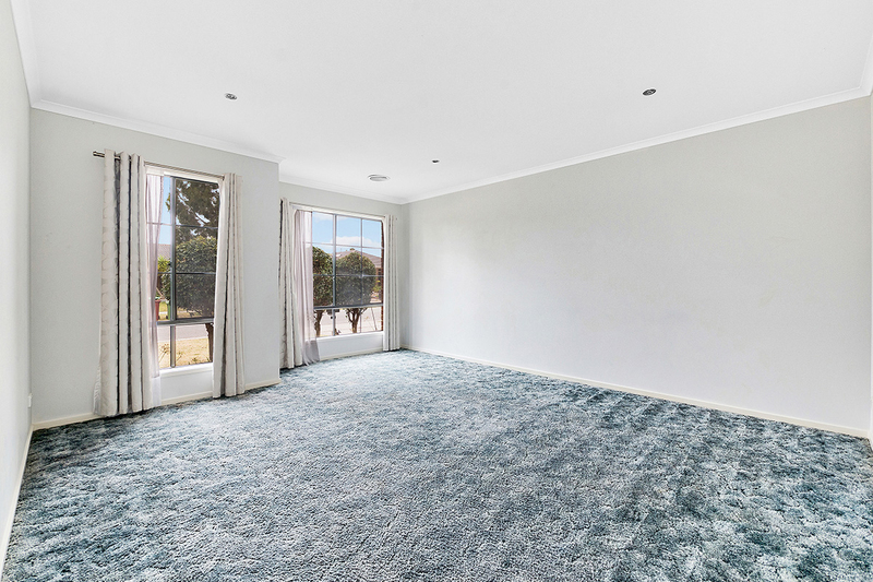 Photo - 17 Tyndall Street, Cranbourne East VIC 3977  - Image 2