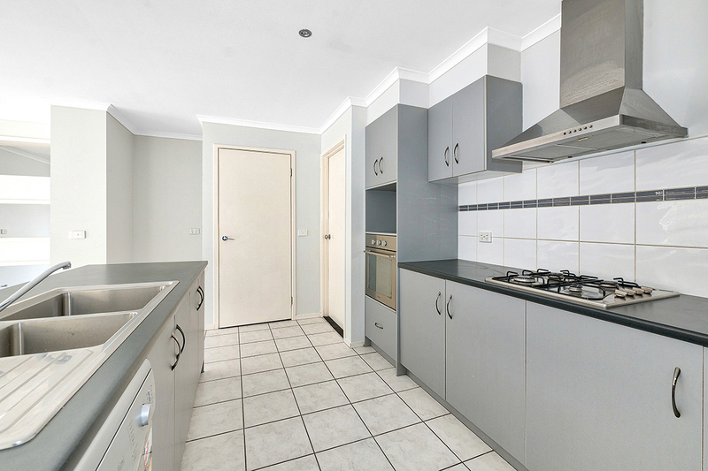 Photo - 17 Tyndall Street, Cranbourne East VIC 3977  - Image 5