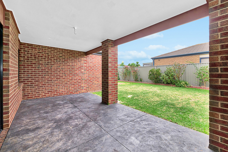 Photo - 17 Tyndall Street, Cranbourne East VIC 3977  - Image 14