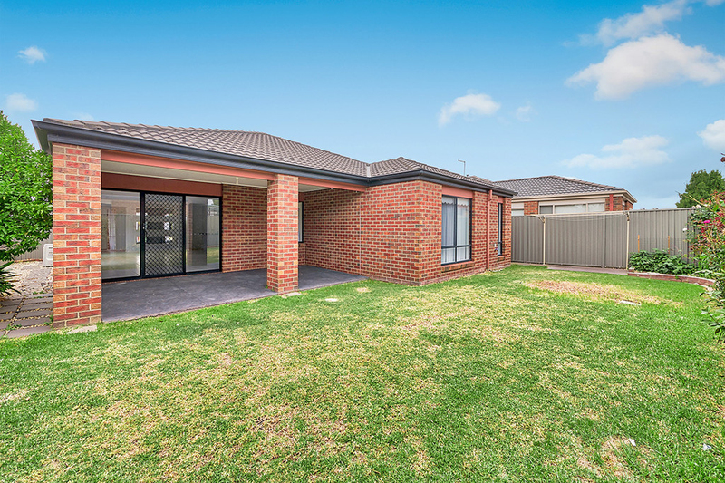 Photo - 17 Tyndall Street, Cranbourne East VIC 3977  - Image 15