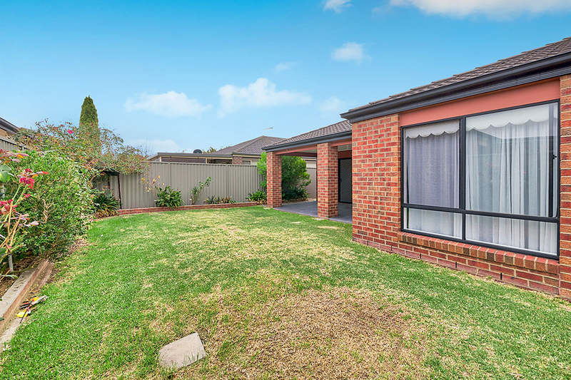 Photo - 17 Tyndall Street, Cranbourne East VIC 3977  - Image 16