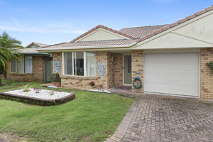 Lowset Villa in Sought After Location!
