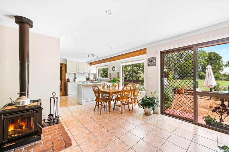 Photo - 18 Sunray Drive, Highfields QLD 4352  - Image 7