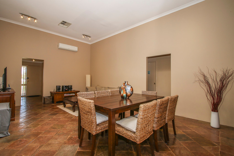 Photo - 18 Winchester Place, Ballajura WA 6066  - Image 6