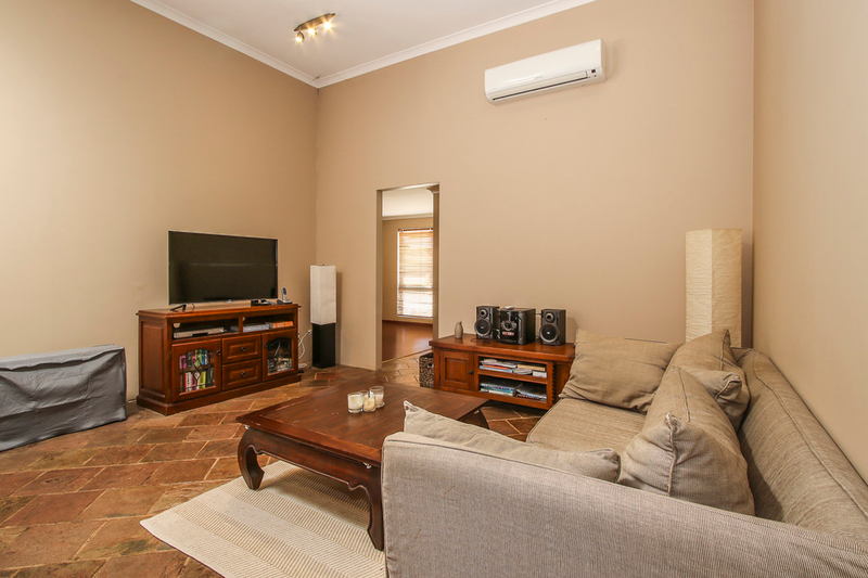Photo - 18 Winchester Place, Ballajura WA 6066  - Image 9