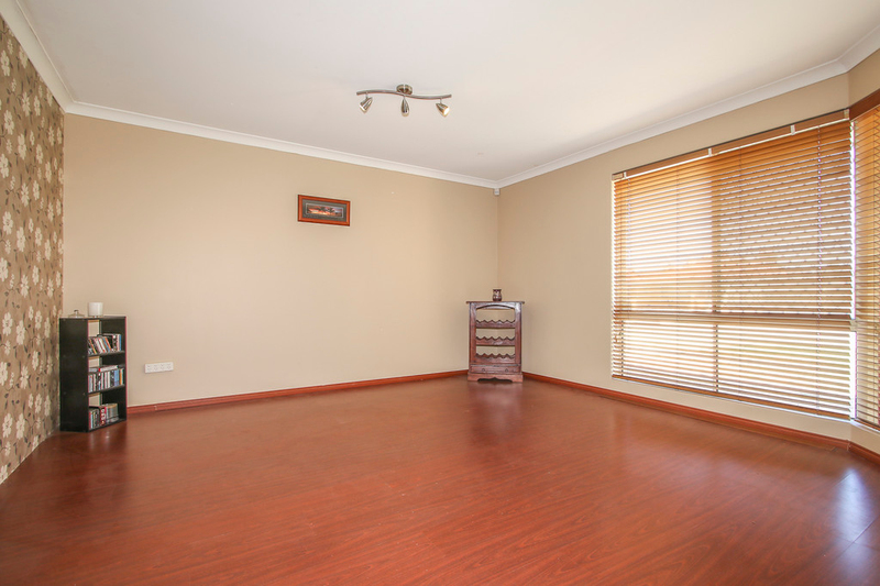 Photo - 18 Winchester Place, Ballajura WA 6066  - Image 11