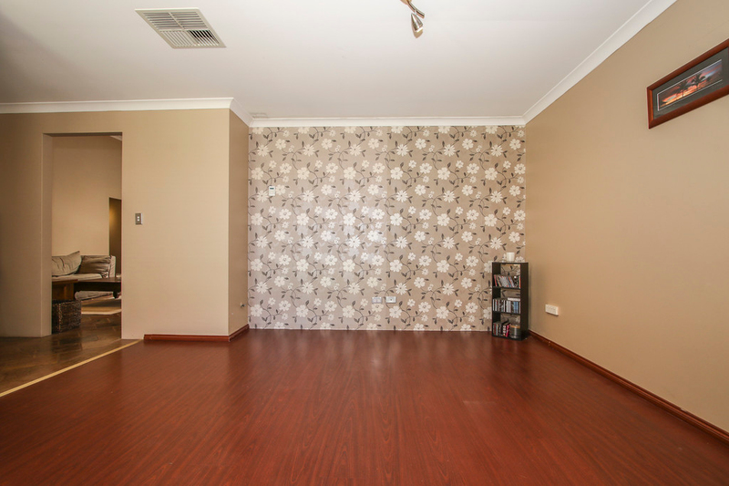 Photo - 18 Winchester Place, Ballajura WA 6066  - Image 12