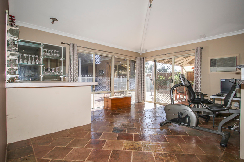 Photo - 18 Winchester Place, Ballajura WA 6066  - Image 14