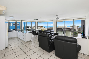 NORTH EAST HOUSE SIZED BEACHFRONT APARTMENT