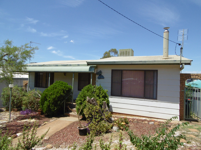 19 Howard Street, Parkes NSW 2870