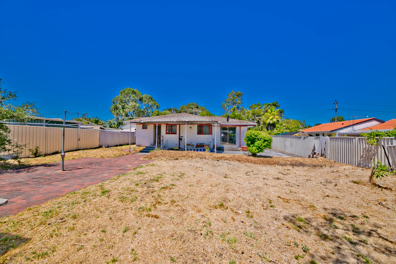 Photo - 19 Winterton Way, Girrawheen WA 6064  - Image 3