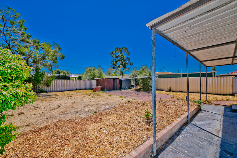 Photo - 19 Winterton Way, Girrawheen WA 6064  - Image 18