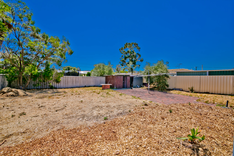 Photo - 19 Winterton Way, Girrawheen WA 6064  - Image 19
