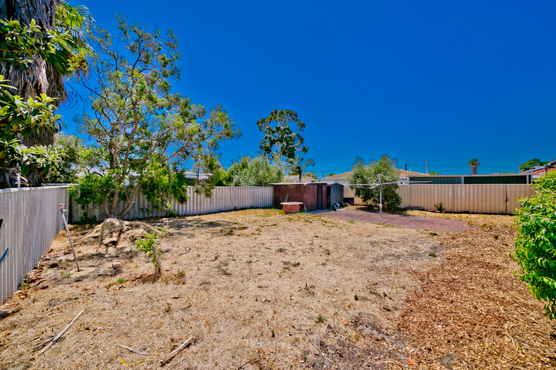 Photo - 19 Winterton Way, Girrawheen WA 6064  - Image 20