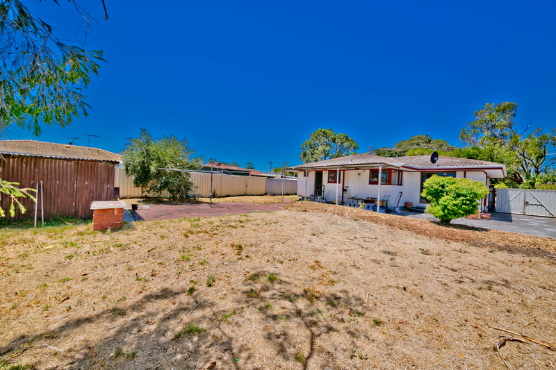 Photo - 19 Winterton Way, Girrawheen WA 6064  - Image 22