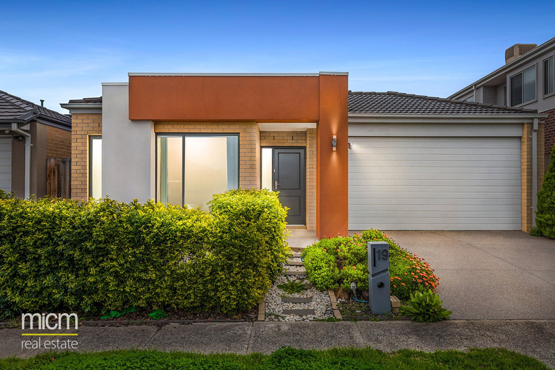 19 Yellowbox Drive, Point Cook VIC 3030